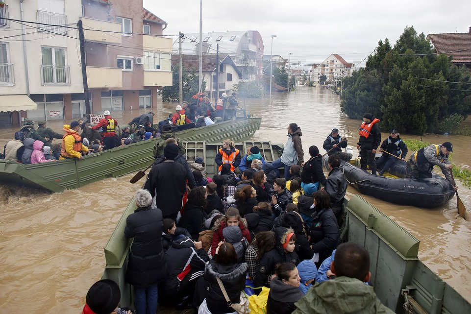 Evacuating Obrenovac (Photo credit: AFP)