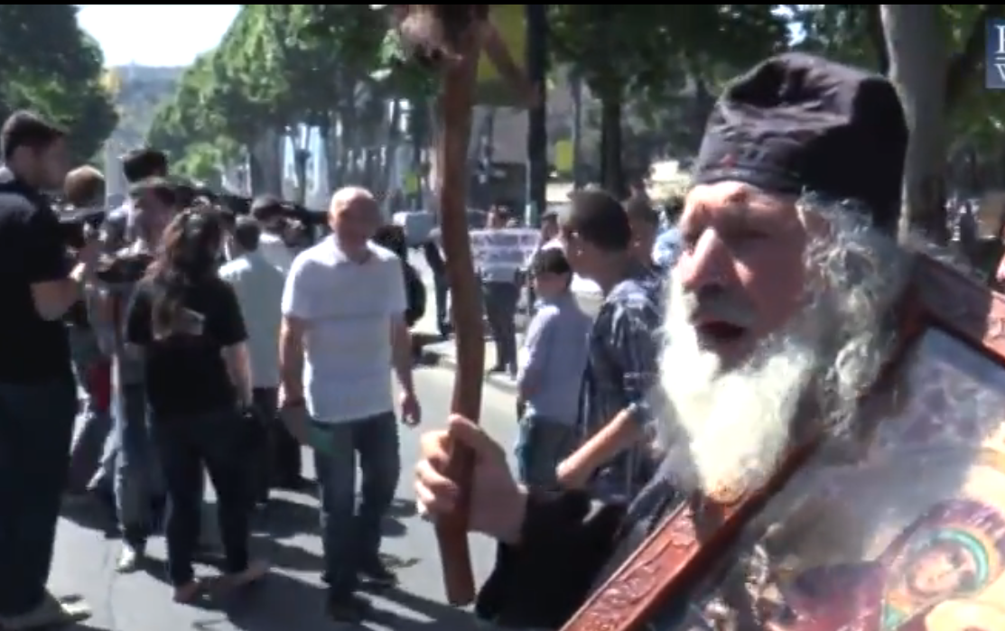 Man at pro-family rally in Tbilisi, May 17, 2014 (Screenshot: Caucasian Knot)