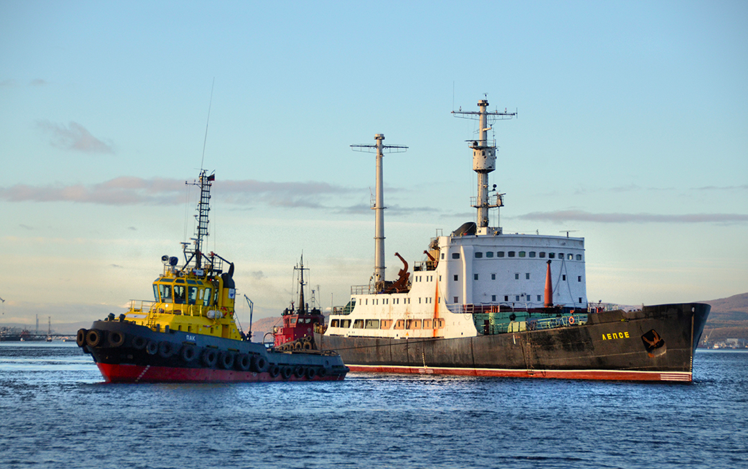 The Lepse being towed to the Nerpa shipyard in 2012. (Photo credit: Bellona)