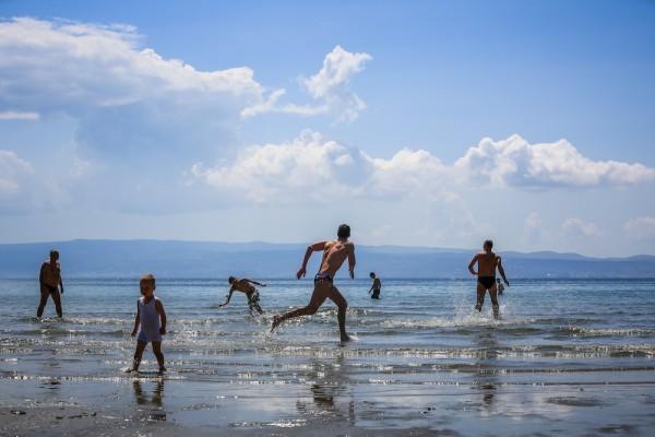 Split, 10.05.2013 - Splicani su iskoristili toplo vrijeme za igranje picigina na Bacvicama