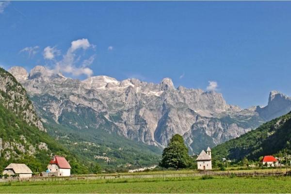 The-Balkans-Montenegro-1050x670