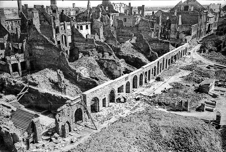 A photo documentary for Warsaw Reconstruction Office, Warsaw, 13.05.1949 (Photo credit: Karol Pecherski / APW / Forum)