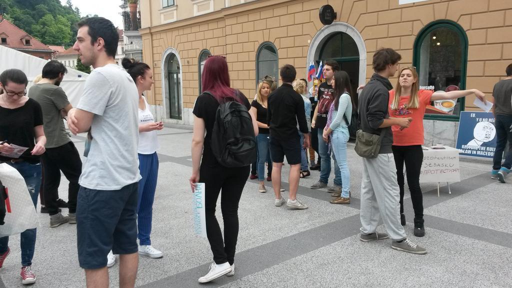 Ljubljana protest at Kongresni Trg via @pongiSLO (Twitter)