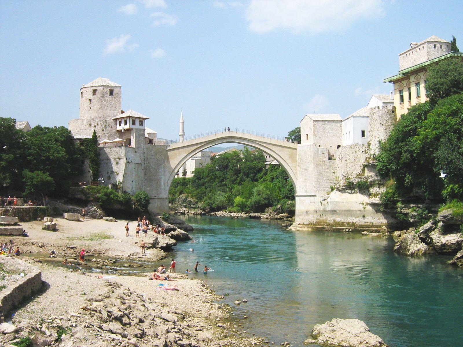 The old bridge (Photo credit: wikipedia)