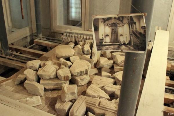 The Ferhadija Mosque is being rebuilt using stones from its original construction. Photo credit: Deutsche Welle.