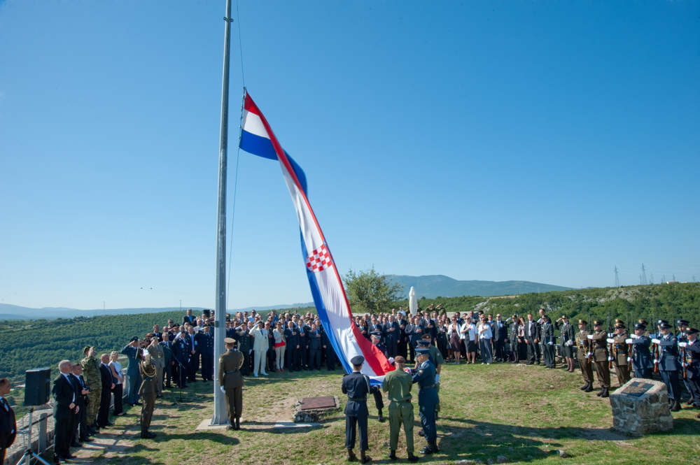 Croatian soldiers raising the Croatian flag in the Knin Fortress during the Operation Storm Commemoration, 5 August 2011. Photo: Roberta F.