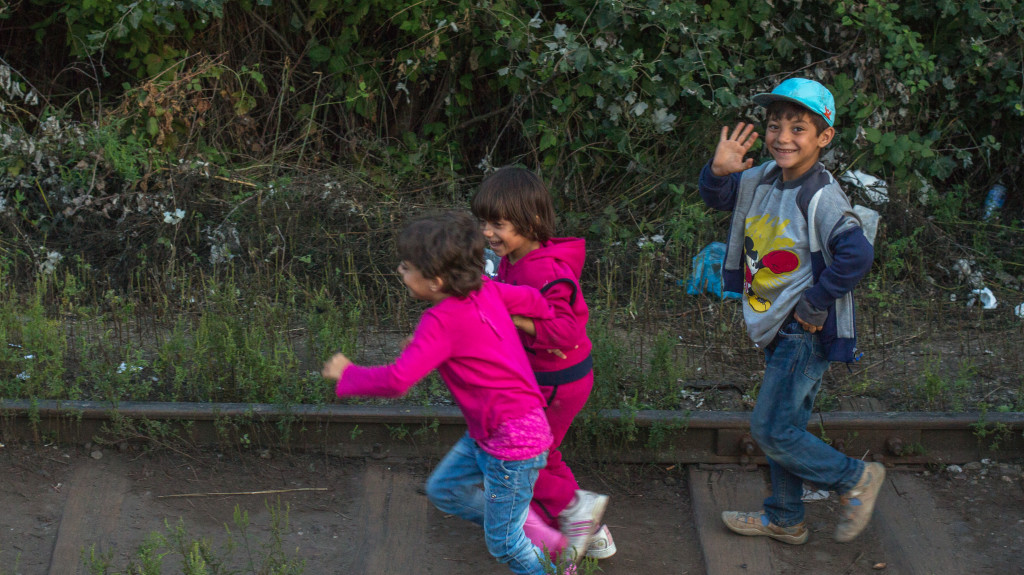 Children at the Serbia/Hungary border (Julia Druelle/Balkanist)