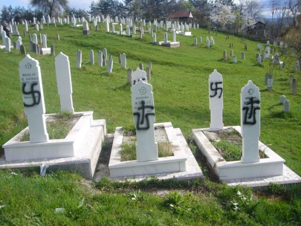 Muslim graves in Žepče, BiH, vandalized with Ustasha graffiti. Photo: Tuzlanski Info Portal.