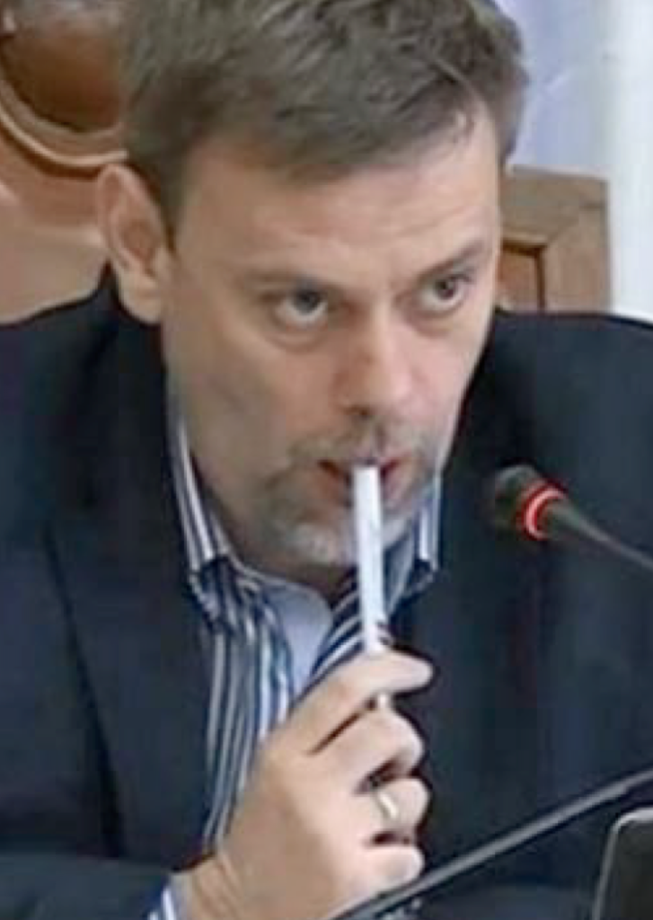 The president of RIK, in a post-electoral RIK session, holding a pencil with a SNS logo